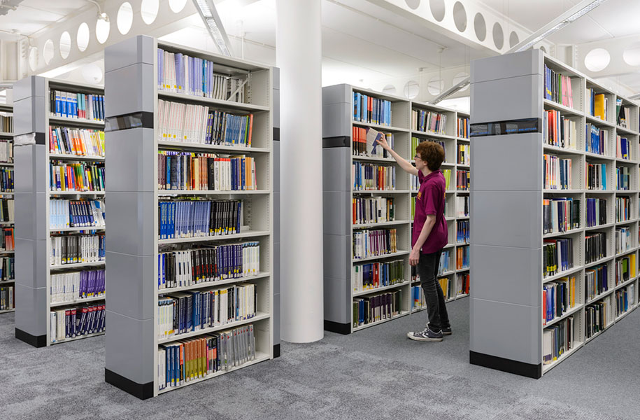 Coventry_University_Library_Lanchester_library_shelving_Jacob_Jensen_design